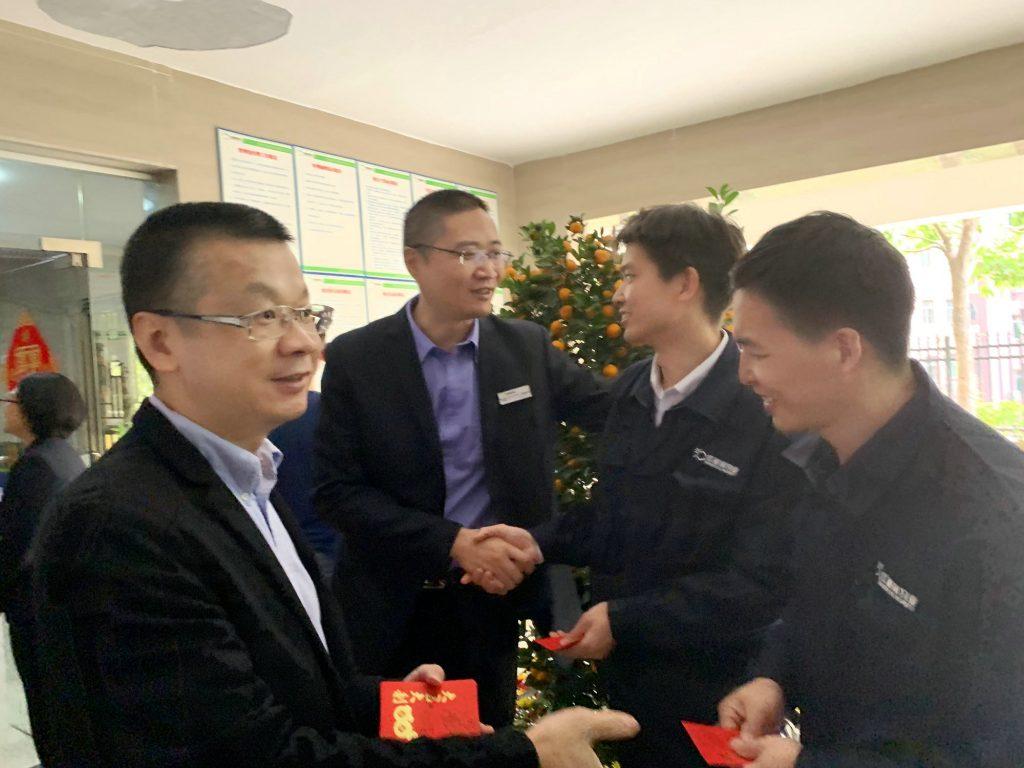 """红树林物业2019新年开工首日派发""""开工利是"""""""